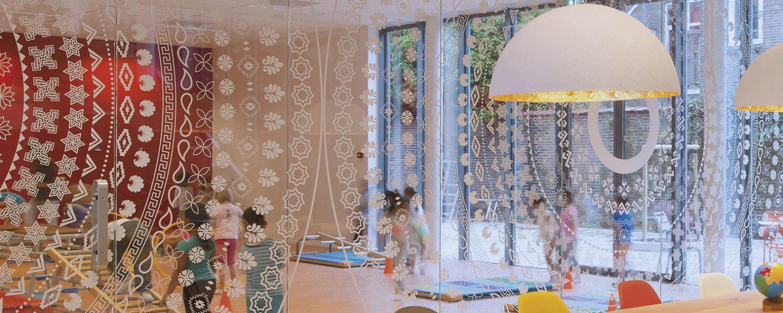 Het effect van grafisch design in een ruimte betiche - Ruimte van het meisje parket ...